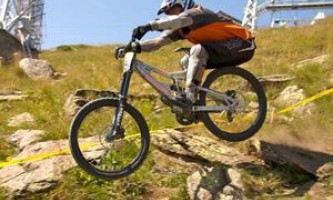 Даунхилл (downhill) - экстремальный спуск на велосипеде