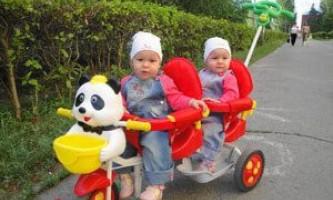 Двухмесный велосипед для двойни