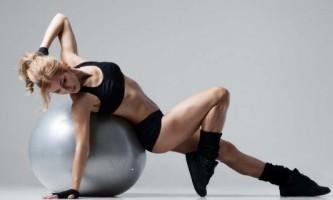 Эффективные упражнения для позвоночника на фитболе