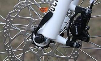 Почему скрипят велотормоза при торможении