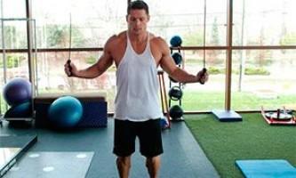 Задействуем в своем тренинге упражнения со скакалкой для боксеров.