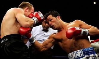 Удар снизу левой рукой в голову из фронтальной позиции