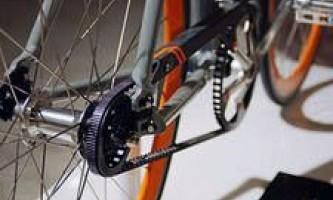 Прокручиваются педали на велосипеде или слетает цепь
